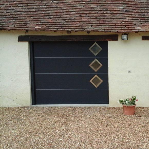 Porte de garage sectionnelle Giteau menuiserie Ille-et-Vilaine 35 Vitré