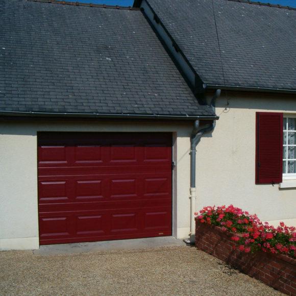 Porte de garage sectionnelle Giteau menuiserie Mayenne 53 Meslay-du-Maine Laval
