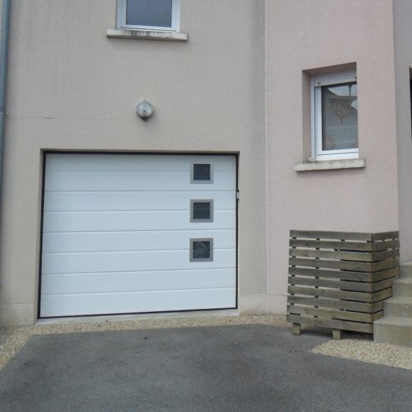 Porte de garage sectionnelle Giteau menuiserie Sarthe 72 Sablé-sur-Sarthe