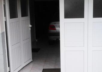 Porte de garage battante Giteau menuiserie Ille-et-Vilaine 35 Vitré