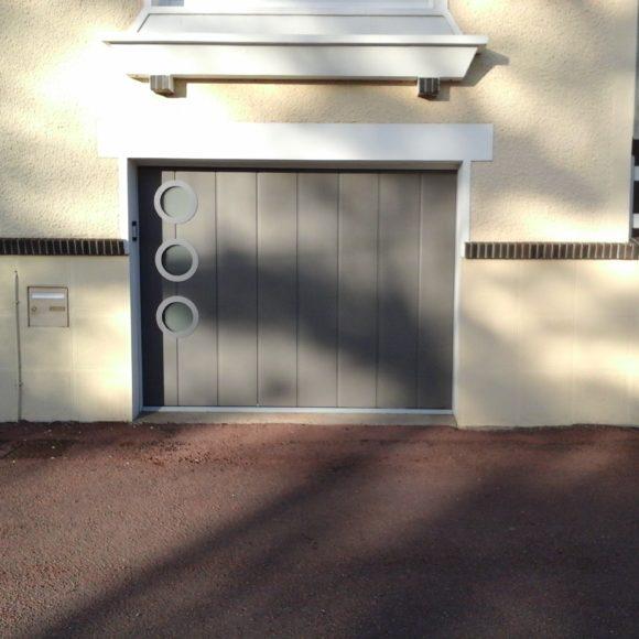 Porte de garage battante grise Giteau menuiserie Sarthe